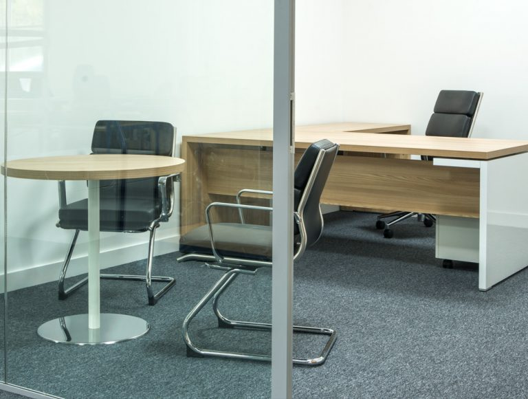 Moduslink office installation: meeting room with executive radial desk