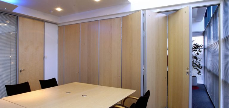 Office-folding-partitions-in-wood